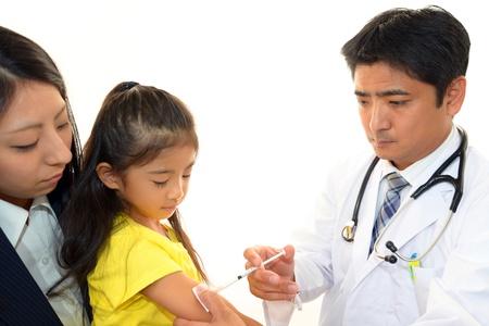 予防接種を受けた少女
