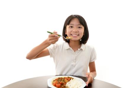 あり、食事を楽しんでの少女