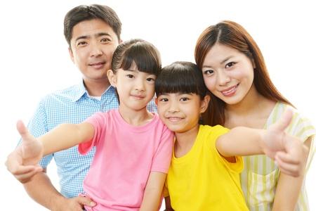 Asian male model: Gia đình hạnh phúc mỉm cười với nhau