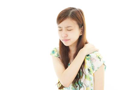 douleur epaule: femme avec douleur � l'�paule Banque d'images