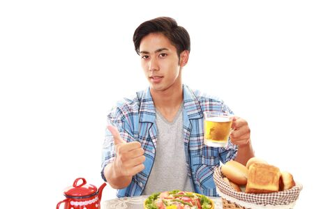 hot asian: Азиатский человек с завтраком