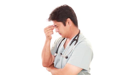 ヘルスケア: 過労、疲れアジア医師の肖像画