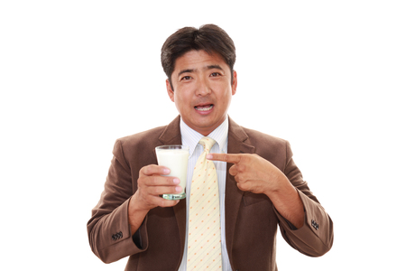 liveliness: Man drinking a glass of milk