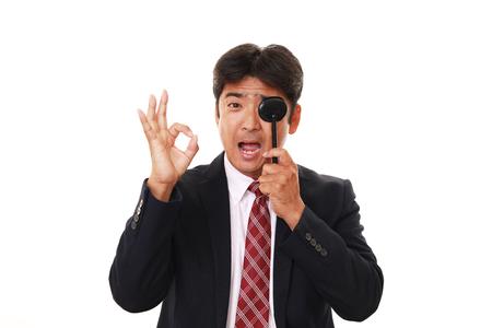 liveliness: Man taking an eye test
