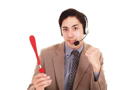 Opérateur téléphonique avec un point d'exclamation Banque d'images