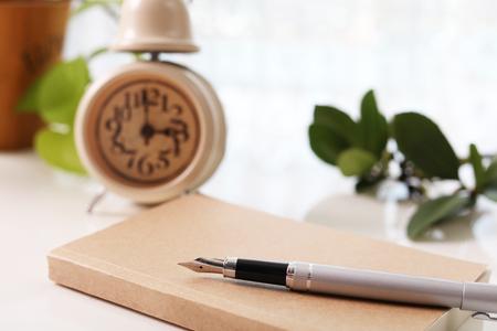 日本: Notebook and pen