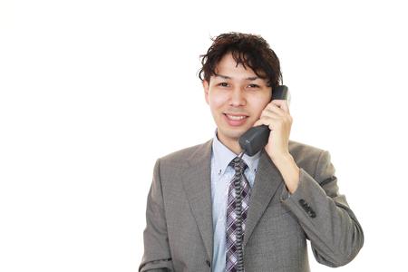 通信: Businessman with a phone