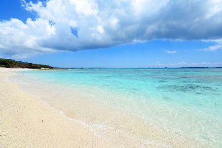 Summer sky and beautiful beach of Okinawa 版權商用圖片 - 121354472