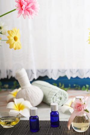 Herbal compress ball with essential oils. 版權商用圖片