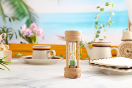 Classic wooden hourglass on the table Banque d'images