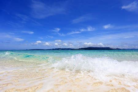 Beautiful blue sky and sea of Yinawa. 免版税图像