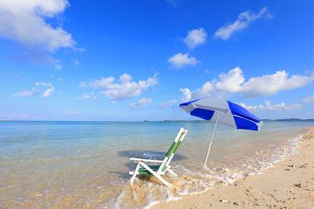 Summertime at the beach in Okinawa. 免版税图像