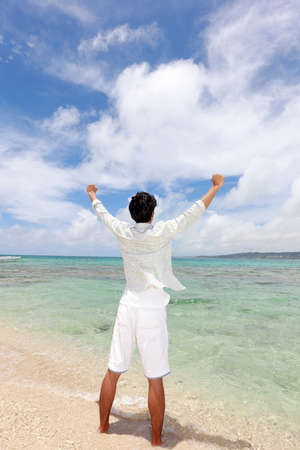 The man who relaxes on the beach. 免版税图像