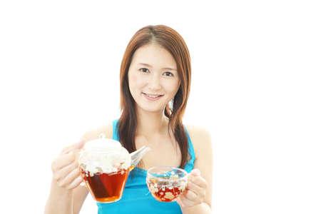 Young woman drinking tea. 免版税图像