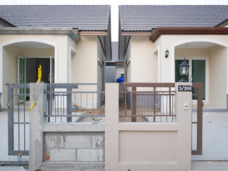 twin house: Twin house construction Editorial