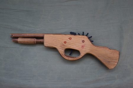 flintlock: Toy wood gun