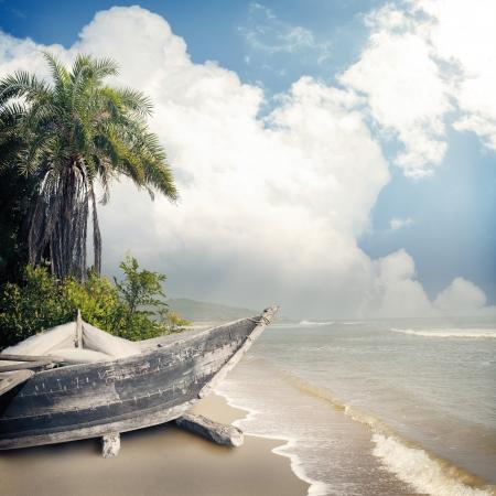 beach rain: Vintage beach background