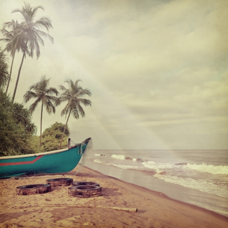 grunge leaf: Vintage beach background
