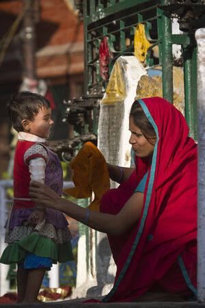 hinduist: mother and child, Nepal
