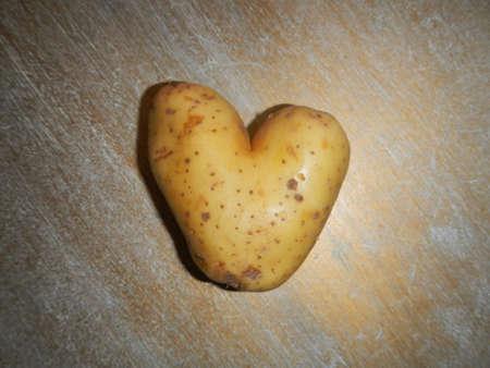 potatoe: potatoe heart shape on a table, France