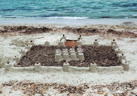 chateau de sable: Ch�teau de sable sur le rivage Big int�gr� Banque d'images