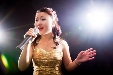 コンサート、少女の若いアジア歌手 写真素材