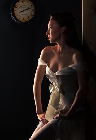 bridal dress: Bella donna bionda dai capelli in abito da sposa Archivio Fotografico