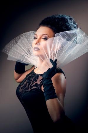 vestido de noche: Reina elegante vestido negro Foto de archivo