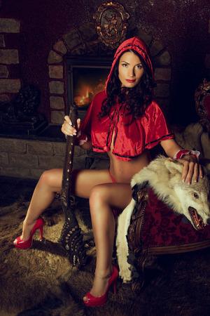 Sexy verführerische Red Riding Hood Standard-Bild - 41409413