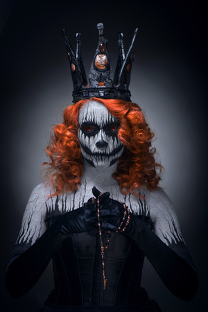 Queen of death, scary body art to halloween