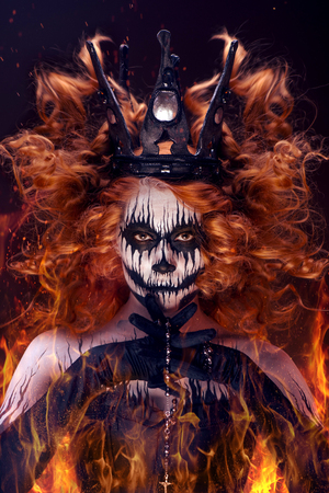 black girl: Die K�nigin des Todes, furchtsam K�rperkunst zu Halloween Lizenzfreie Bilder