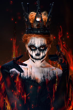 horror: Queen of death, scary body art to halloween