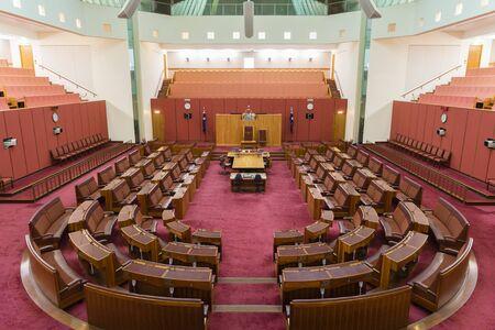 Canberra, Australia - 28 de junio 2016: Vista del interior de la cámara del Senado de la Casa del Parlamento, donde las leyes federales son debatidas y votadas por los senadores. Editorial