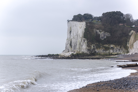 White cliffs of Dover near St Margarets Bay, Kent, UK Imagens - 91948619