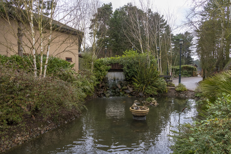 Pond and a little waterfall in Elveden Forest Banque d'images
