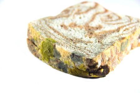 weerzinwekkend: beschimmeld brood Stockfoto