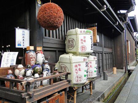 酒樽、伝統的な竹バケツに収納、