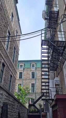 Fire stairs in the back of stone house buildings in the old town of Quebec City, Canada Stockfoto