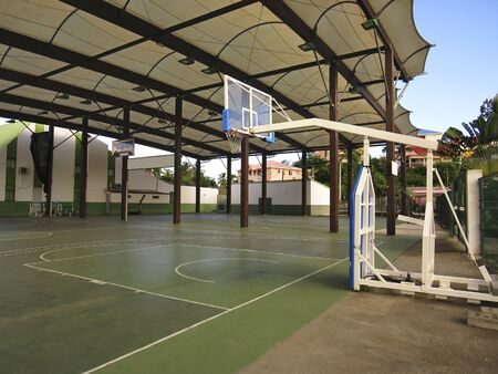 View of a basketball court in a municipal sports hall. Caribbean village French West Indies Archivio Fotografico