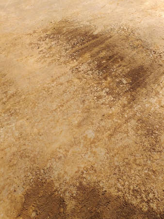 Soil texture, dirt road or dry mud, of different shades of brown. Dry cracked sand abstract background, Rough brown red earth pattern. Stockfoto