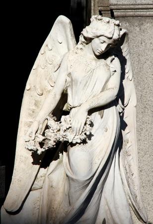 angelo custode: Triste Angelo custode bella statua femminile Archivio Fotografico