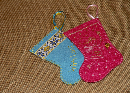 botas de navidad: botas de Navidad para los regalos. recuerdo ucraniano. Foto de archivo