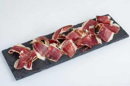 Piatto di ardesia con iberico spagnolo, prosciutto di bellota. Cucina spagnola gourmet Archivio Fotografico