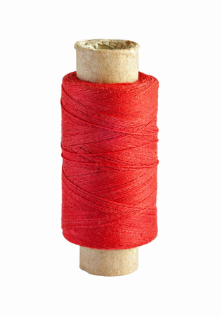 hilo rojo: Spool with red thread isolated on white background Foto de archivo