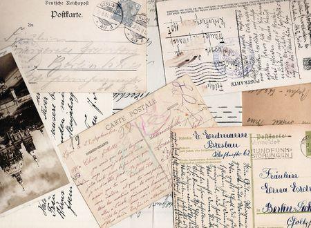 오래 된 손으로 쓴된 편지와 엽서의 콜라주
