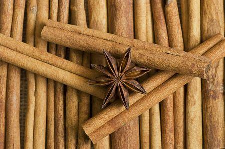 anis: cinnamon sticks and anis