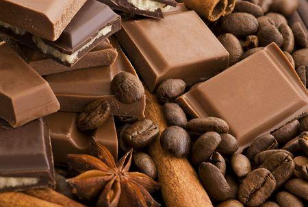 초콜릿, 계피 및 커피를 가까이