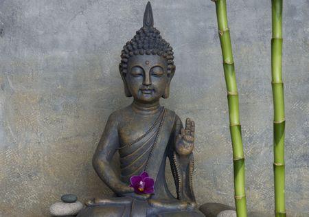 buda: Naturaleza muerta con estatua de Buda Foto de archivo