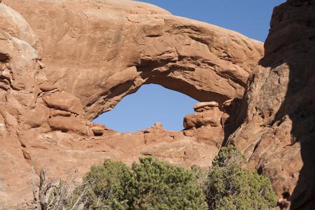 アーチーズ国立公園、ユタ州、アメリカ合衆国の自然なアーチの形成。 写真素材 - 84417826