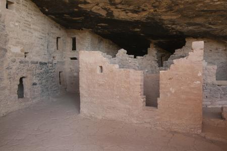 トウヒの木の家、メサベルデ国立公園、コロラド州、アメリカで古代の住居の遺跡します。 写真素材 - 84701561